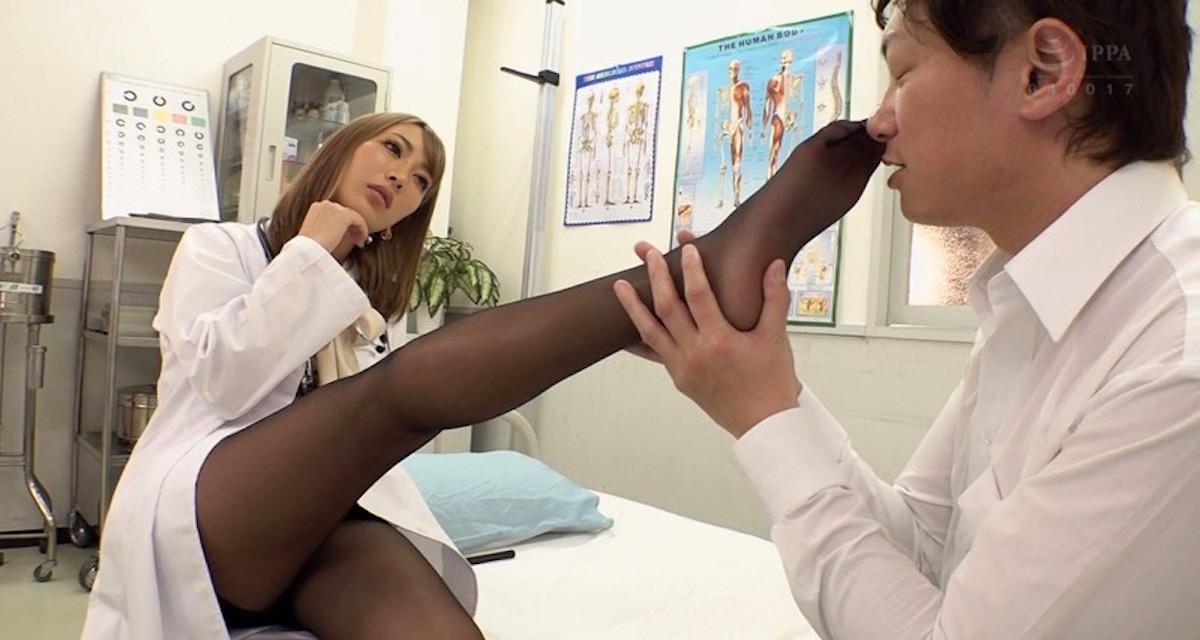 【AIKA】美脚で美尻なギャル教師のパンストを満喫しまくる生徒達