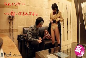 ロリ系女子高生が援交でハメ撮り!着衣のままピストンされまくり