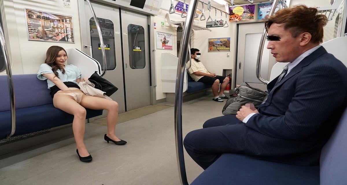 終電でパンスト見せつけパンチラで誘惑する痴女お姉さんと青姦w